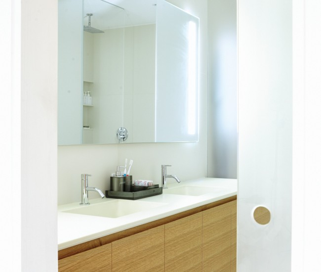 Guido costantino 39 s modern renovation of a roncesvalles home for Corian sink accessories