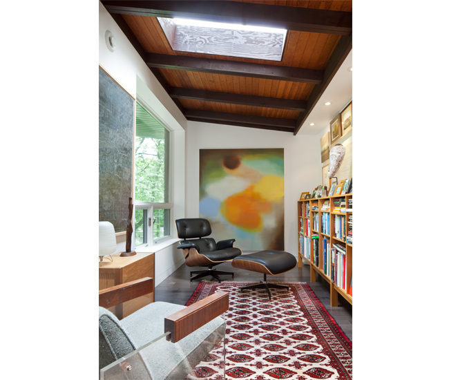 At the front of the house, where a cramped kitchen once sat off the entry, is now a study filled with mod furniture, art and books. The room is lit by one of two new skylights. Photo by Ben Rahn/A-Frame Studio.