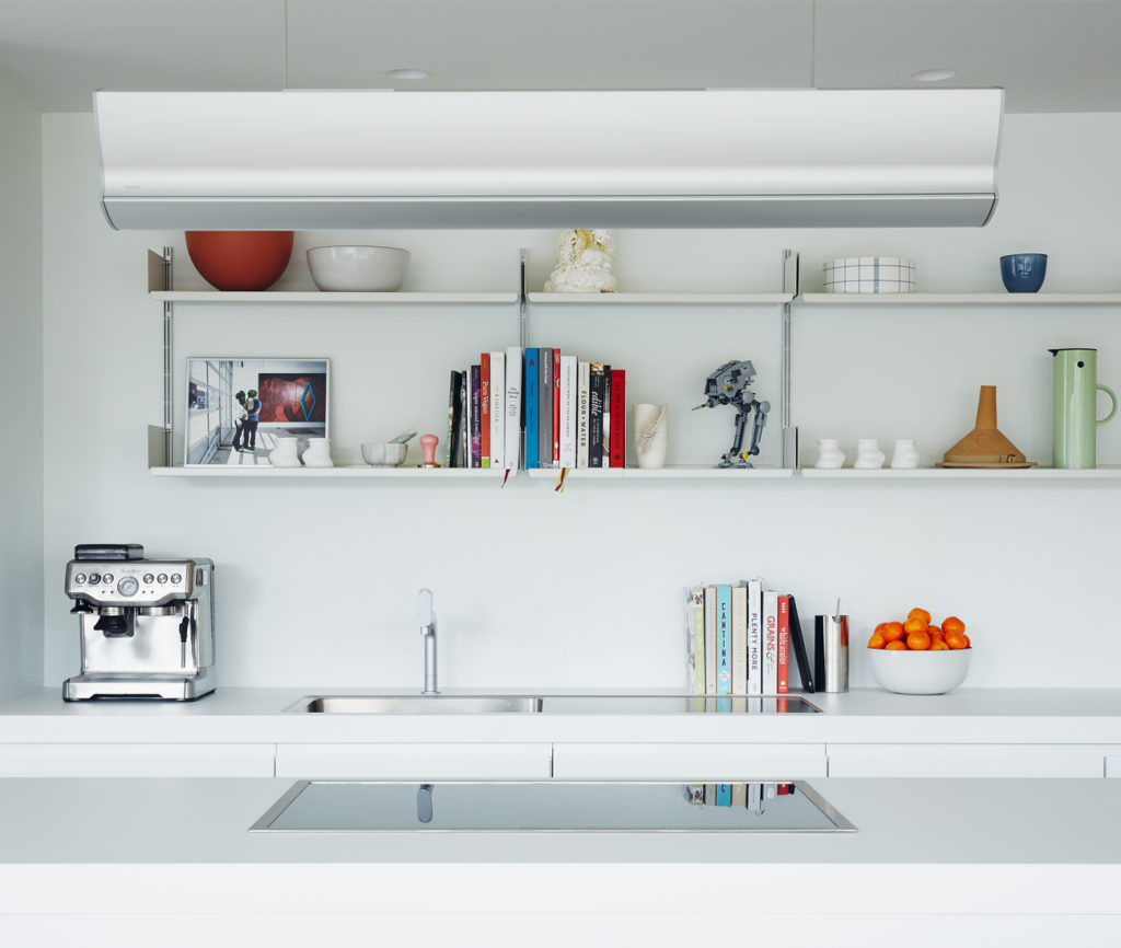 Above the cooktop is an extractor with lamp by Bulthaup. Photo by Michael Graydon.