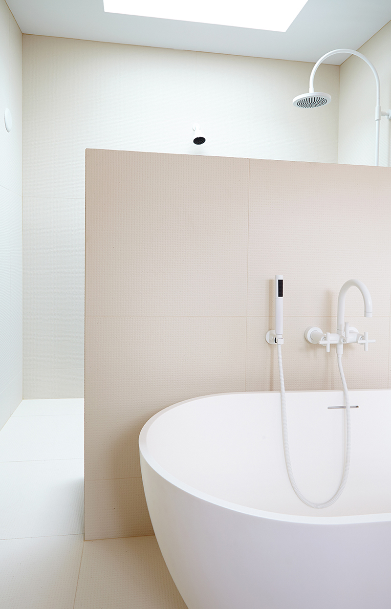 This Parkdale Bathroom Feels Like a Nordic Spa | Designlines